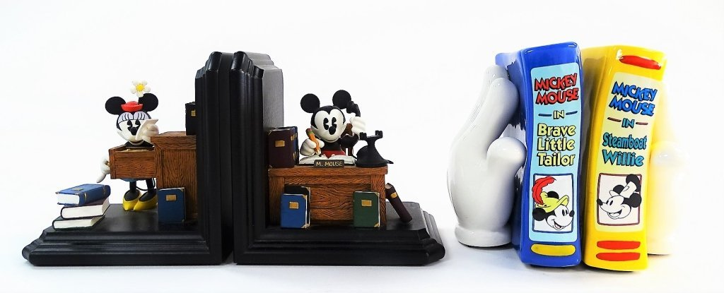 DISNEY 2 SETS OF BOOKENDS
