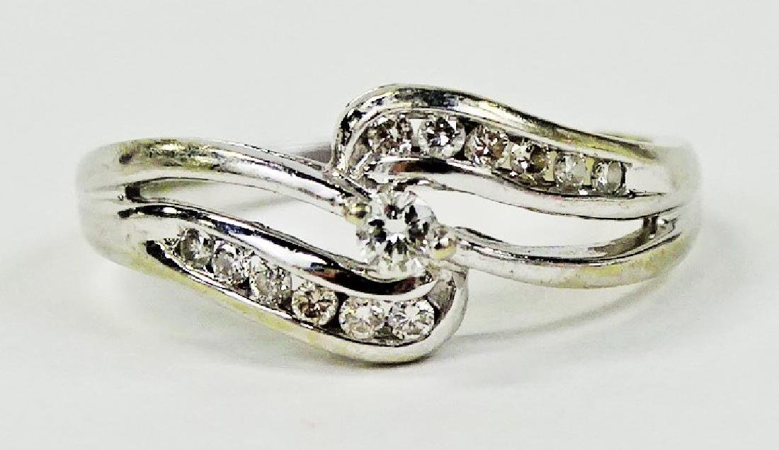LADIES ELEGANT 14KT WHITE GOLD DIAMOND RING