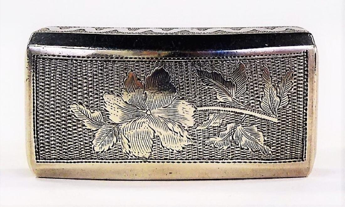 A GEORGE III RECTANGULAR STERLING SILVER PILL BOX