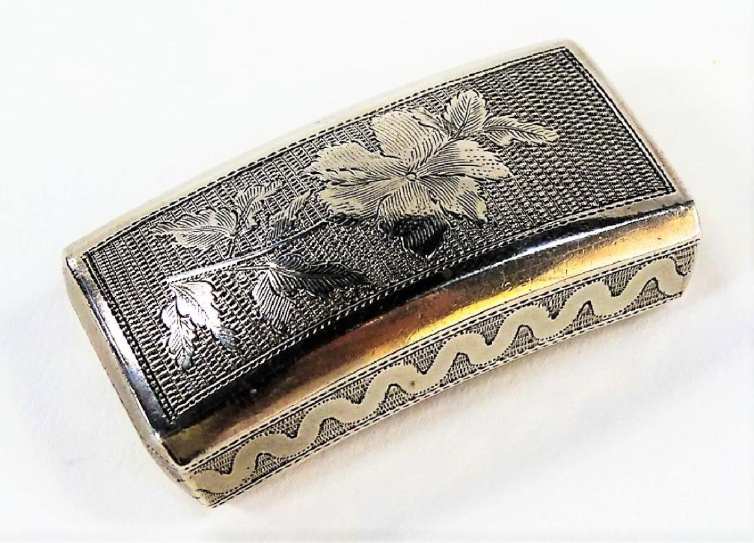 A GEORGE III RECTANGULAR STERLING SILVER PILL BOX - 3