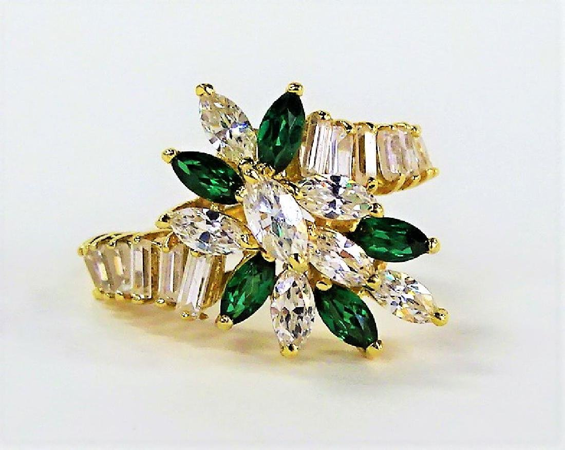 LADIES EXTRAVAGANT 14KT YG EMERALD & DIAMOND RING