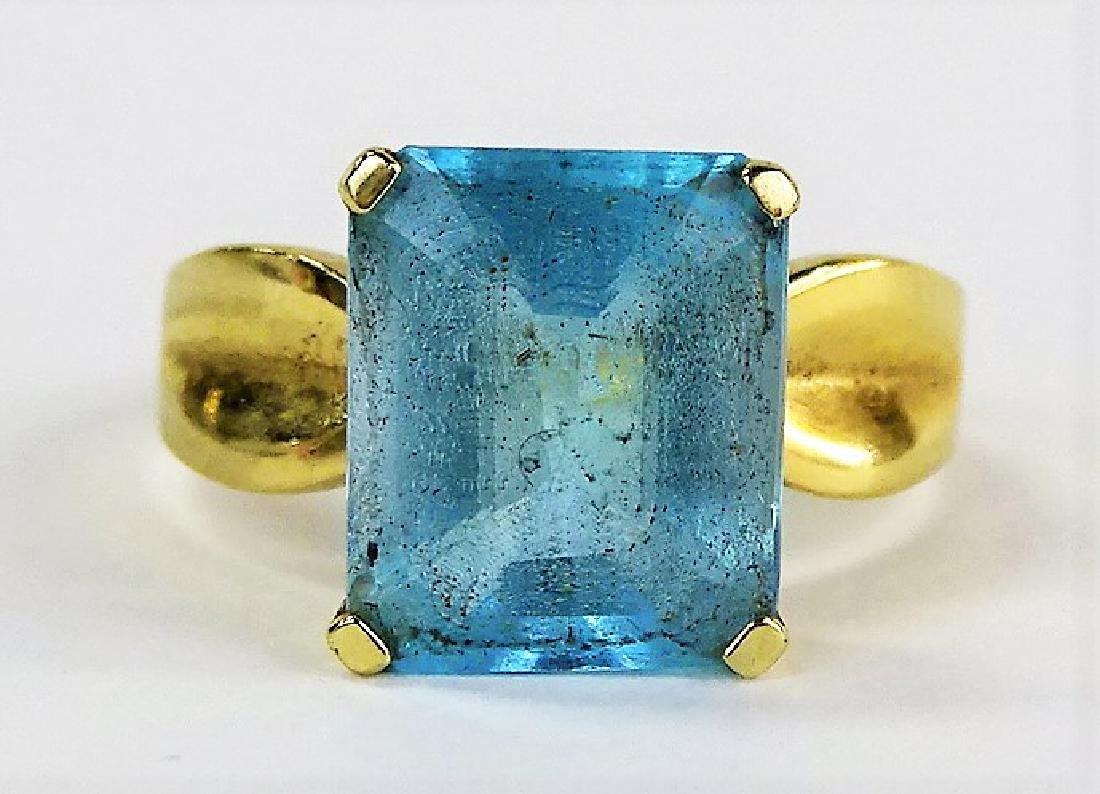 LADIES FANCY 14KT YELLOW GOLD BLUE TOPAZ RING