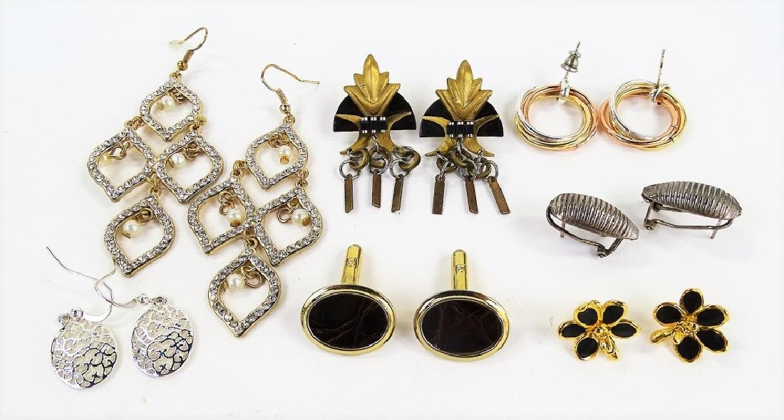 ASSORTED LADIES HIGH FASHION COSTUME JEWELRY