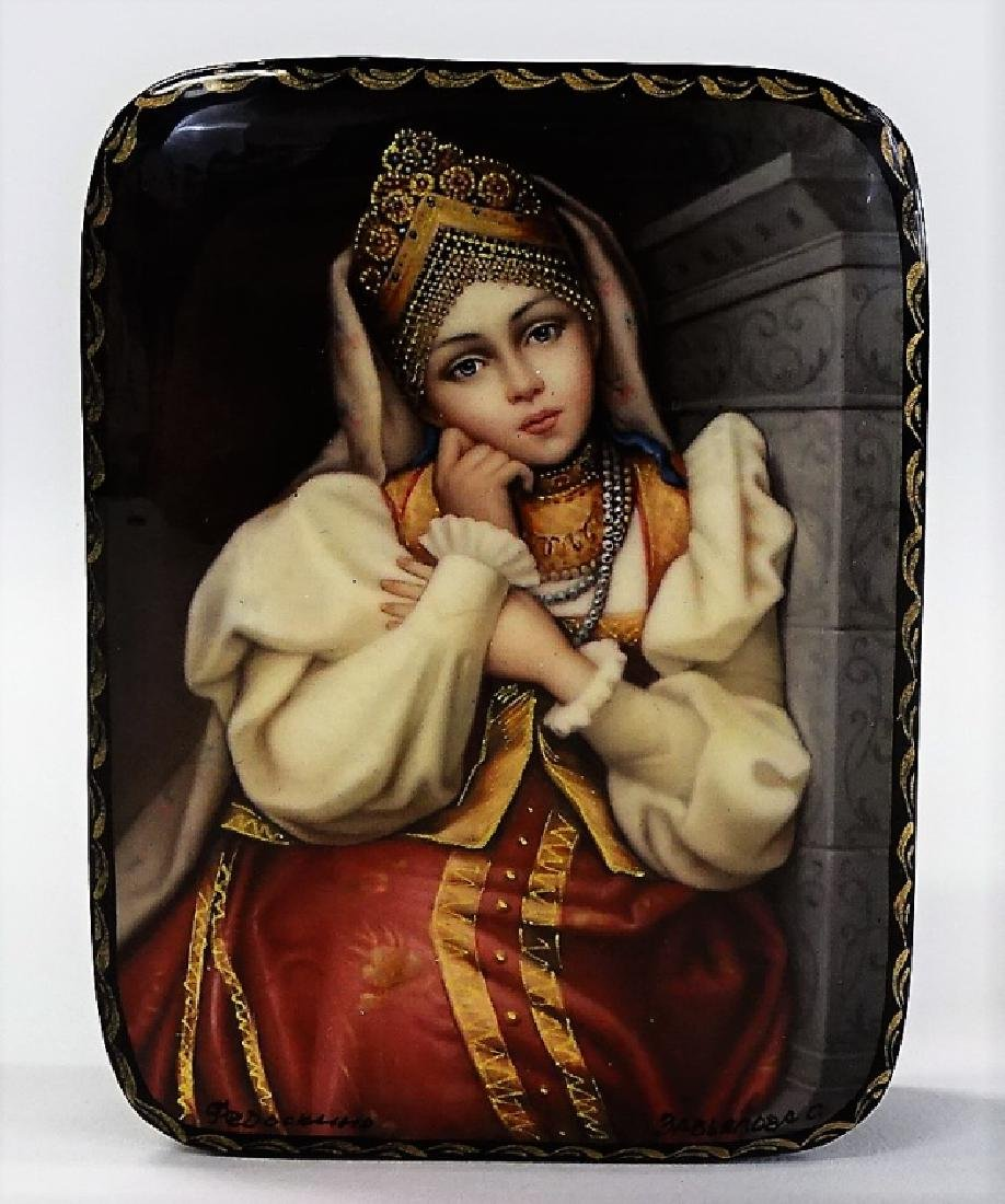 HAND PAINTED RUSSIAN LACQUER PORTRAIT BOX
