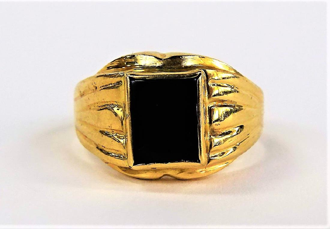 GENTS 14KT YELLOW GOLD AND ONYX RING