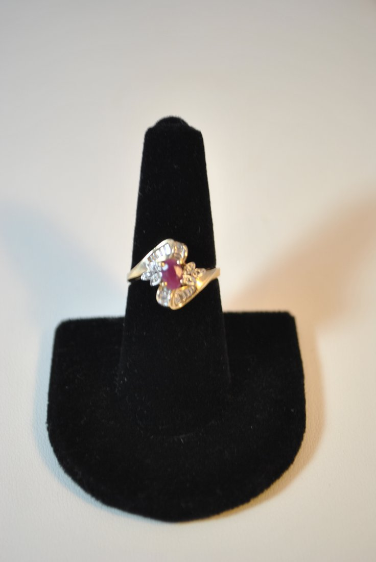 VINTAGE  10KT YG DIAMOND AND RUBY  RING