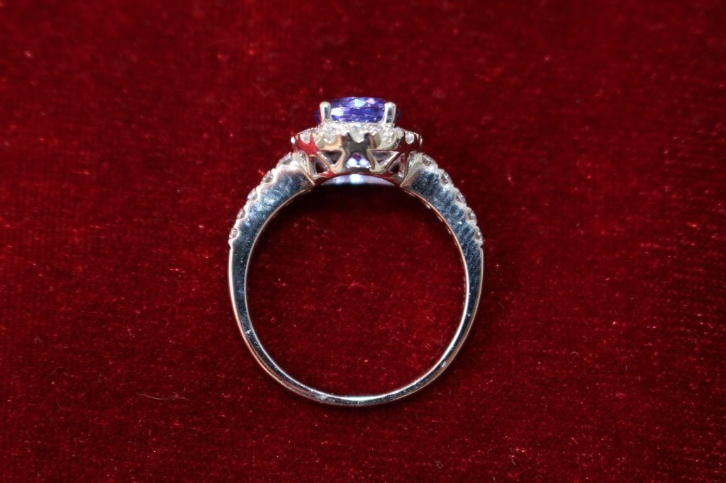 14KT WHITE GOLD TANZANITE AND DIAMOND RING - 4