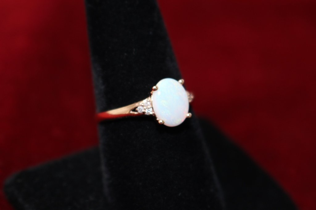 14KT ROSE GOLD AND AUSTRALIAN OPAL LADIES RING