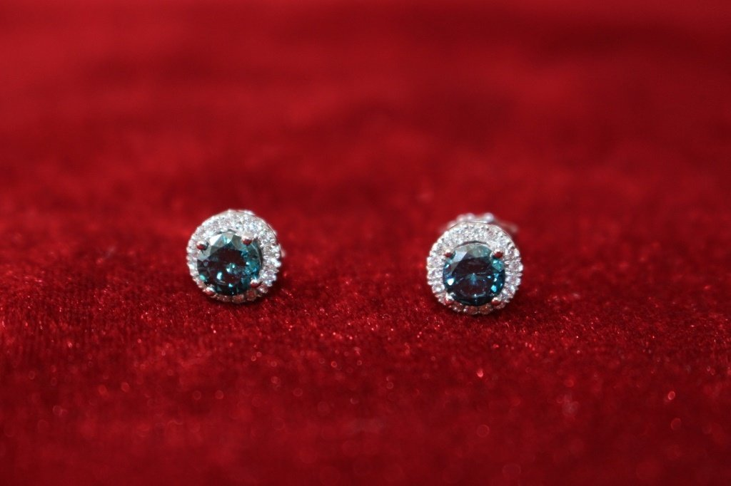 14KT WHITE GOLD BLUE DIAMOND STUD EARRINGS