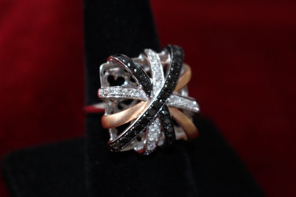 ESTATE BLACK & WHITE LADIES DIAMOND COCKTAIL RING