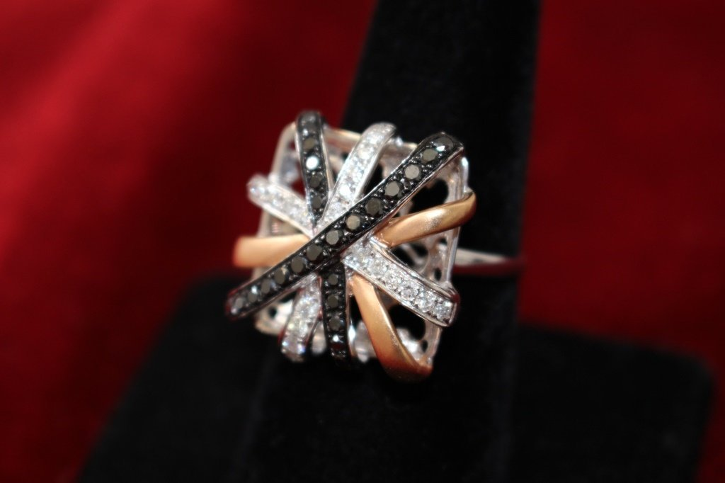 ESTATE BLACK & WHITE LADIES DIAMOND COCKTAIL RING - 3
