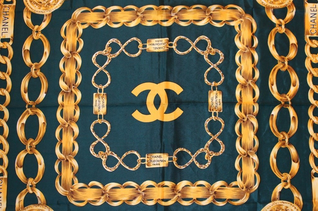 LARGE CHANEL ITALIAN MADE SILK LADIES SCARF