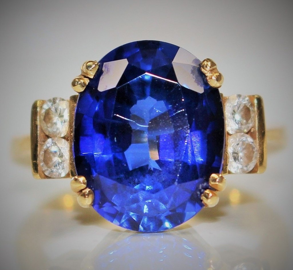18KT YELLOW GOLD DIAMOND & 4CT SAPPHIRE RING