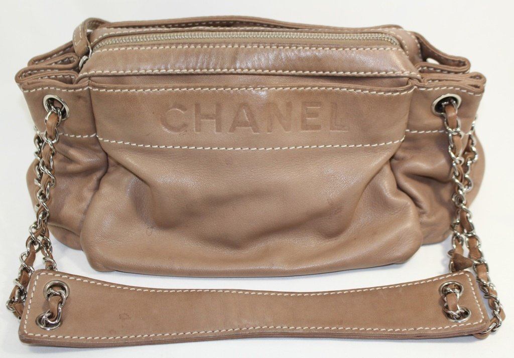 CHANEL WOMANS LEATHER BAG