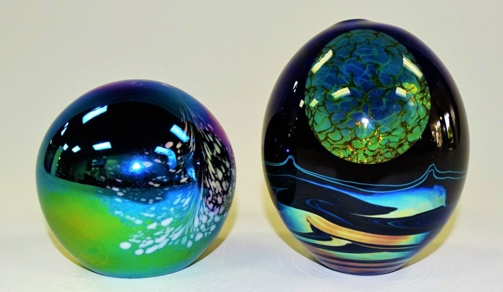 PAIR OF VINTAGE IRIDESCENT ART GLASS PAPERWEIGHTS