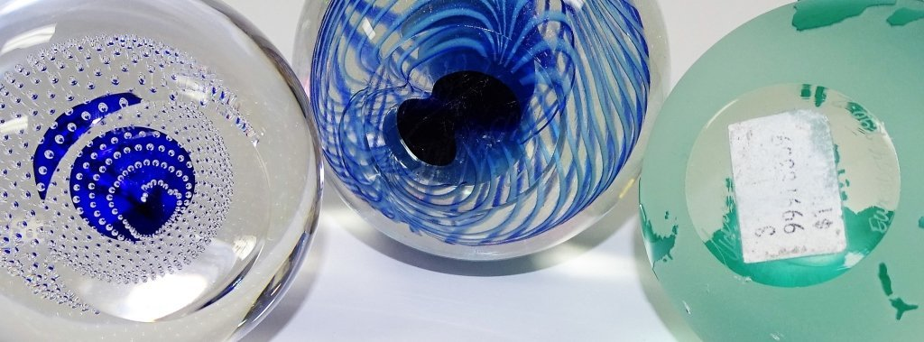 LOT OF 3 CONTEMPORARY ART GLASS PAPERWEIGHTS - 2