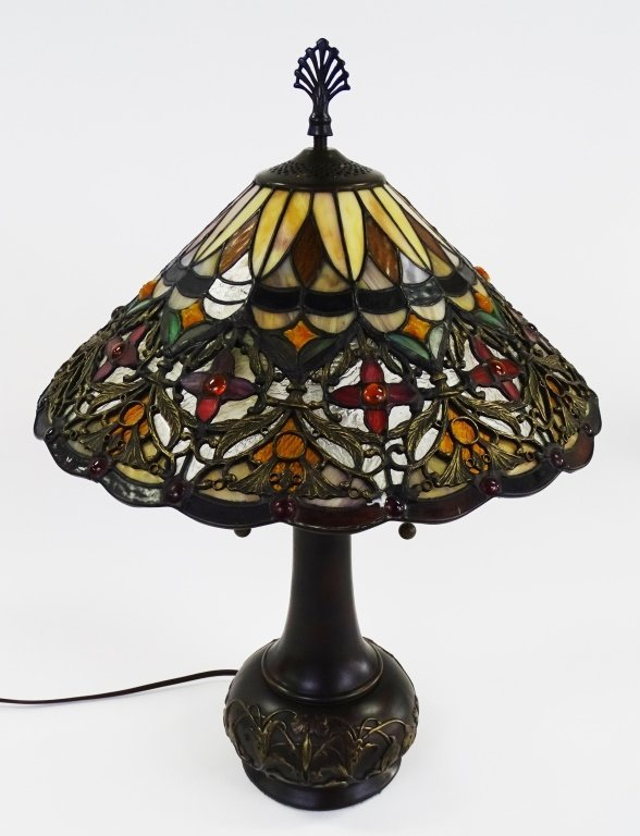 QUIOZEL TIFFANY STYLE ARTS & CRAFTS TABLE LAMP - 2