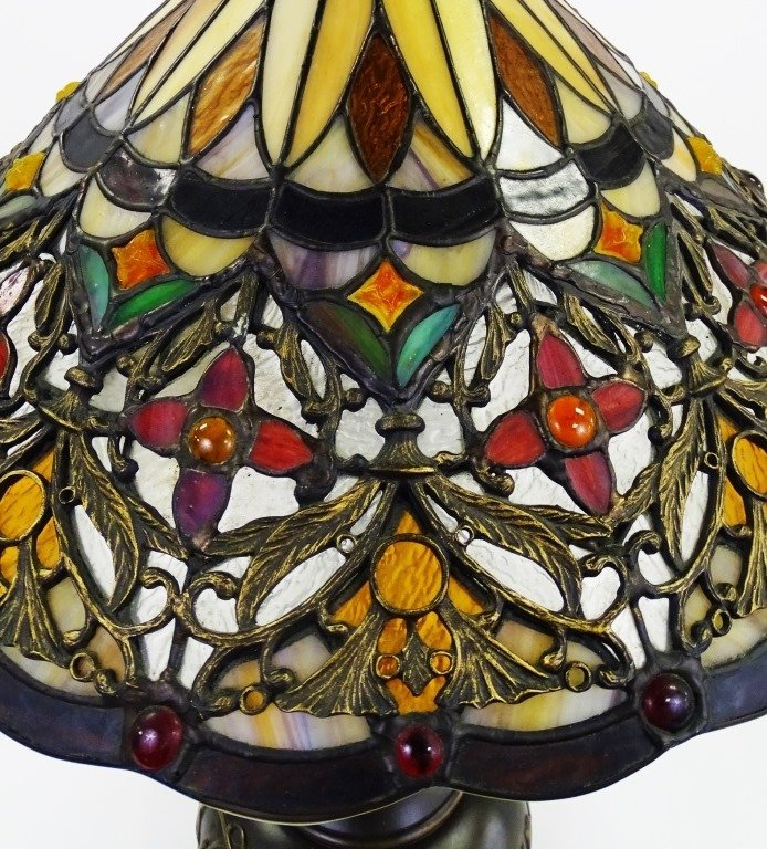QUIOZEL TIFFANY STYLE ARTS & CRAFTS TABLE LAMP - 3