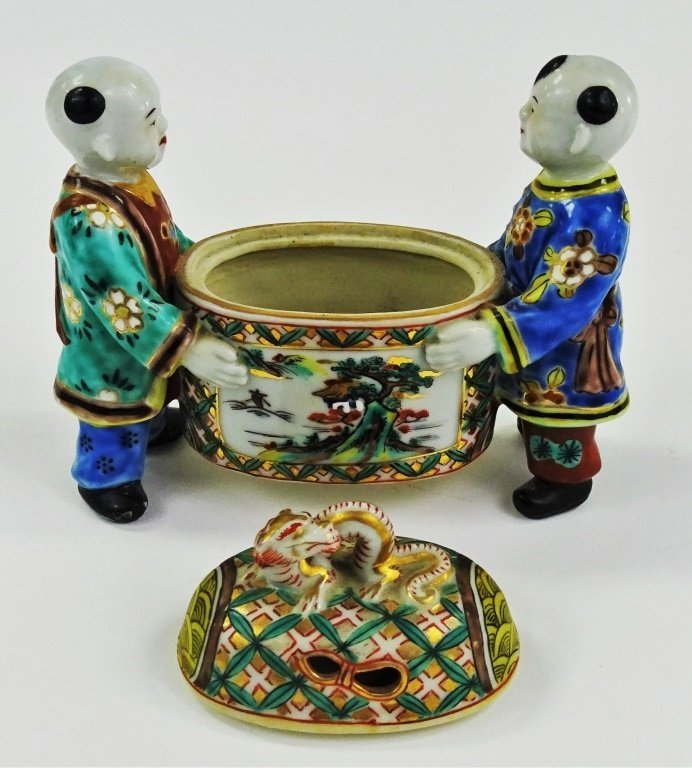20TH CENTURY CHINESE EXPORT FIGURAL PORCELAIN BOX - 2