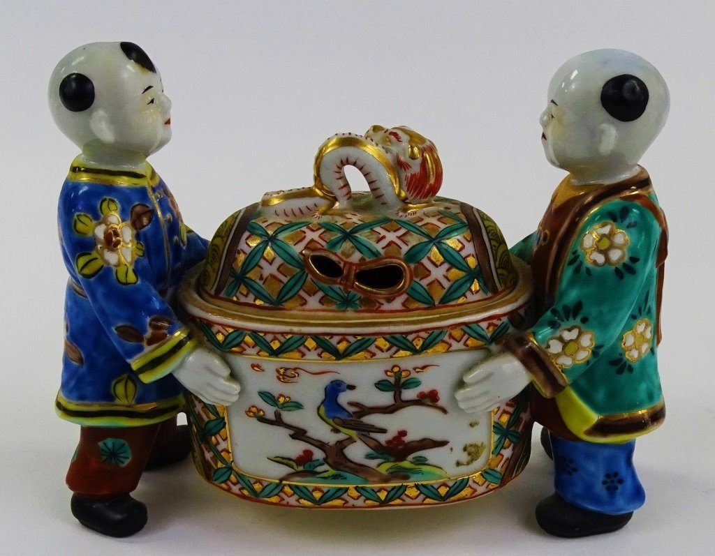 20TH CENTURY CHINESE EXPORT FIGURAL PORCELAIN BOX - 3
