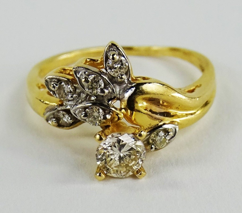 LADIES 14KT YELLOW GOLD DIAMOND RING