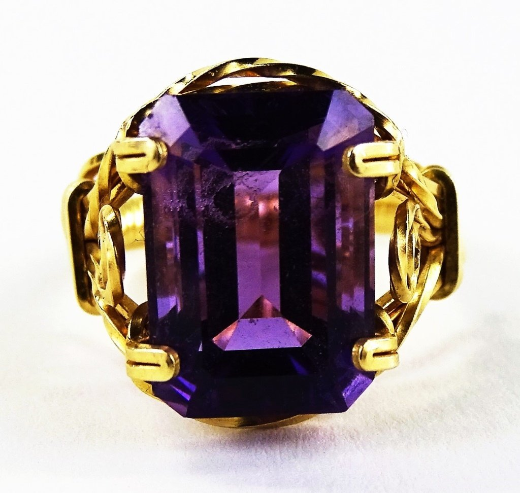 LADIES 14KT YELLOW GOLD AMETHYST RING