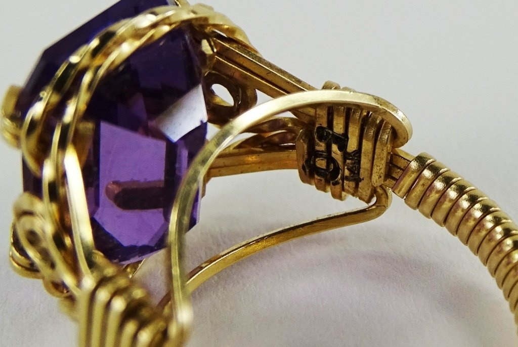 LADIES 14KT YELLOW GOLD AMETHYST RING - 6