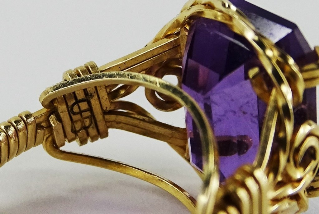 LADIES 14KT YELLOW GOLD AMETHYST RING - 7