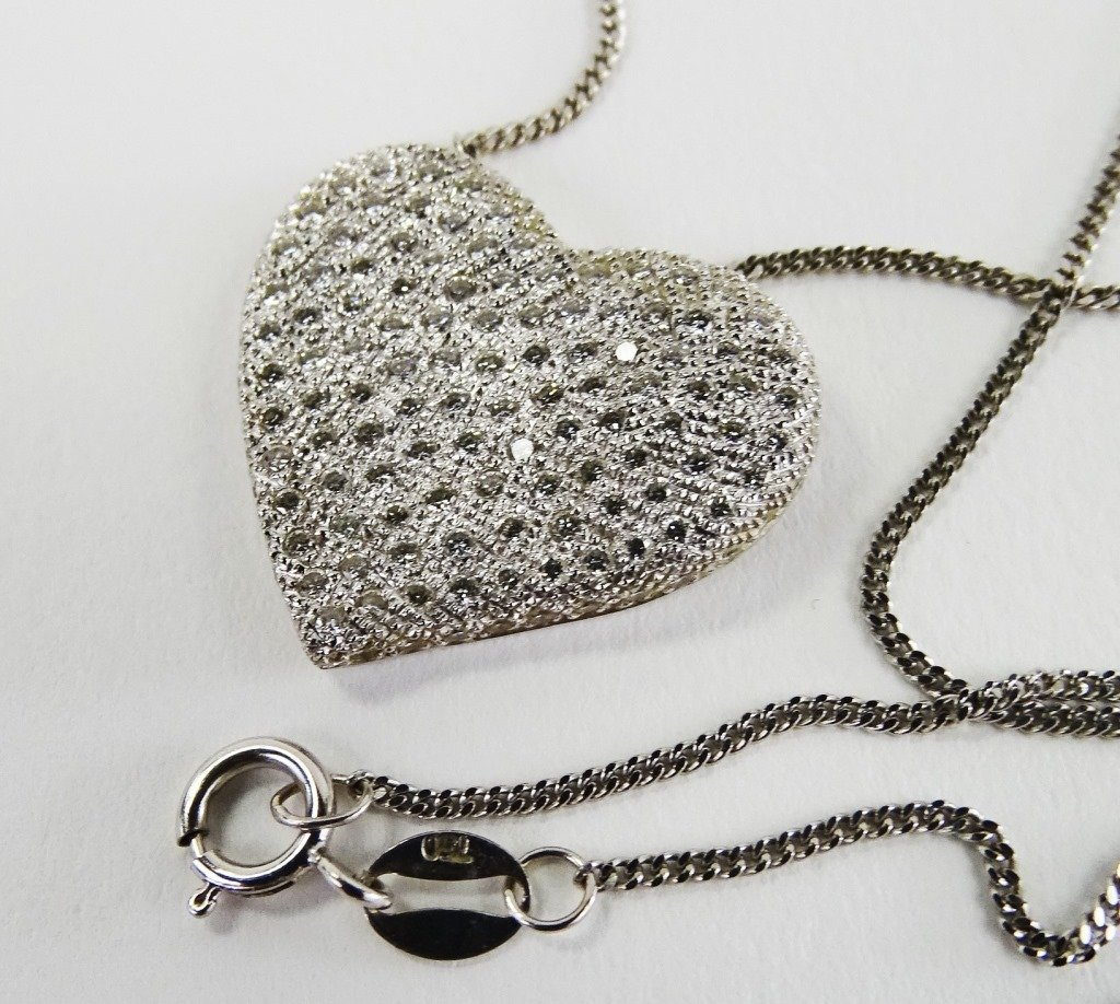 18KT W GOLD PAVE DIAMOND HEART NECKLACE & CHAIN