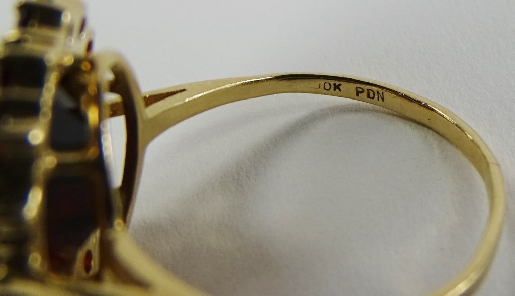 LADIES 10KT YELLOW GOLD GARNET COCKTAIL RING - 4