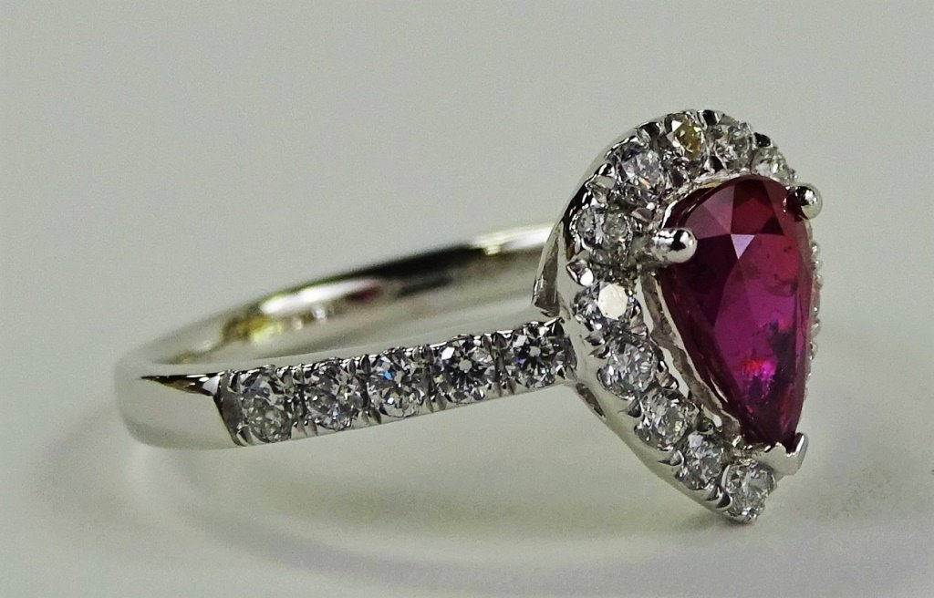 EXTREMELY RARE 1.02CT RUBY & DIAMOND PLATINUM RING - 2