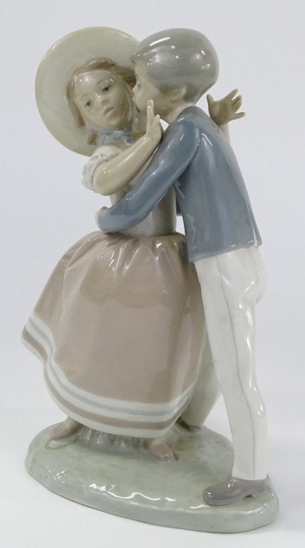 LLADRO SPANISH PORCELAIN 'WALTZ TIME' FIGURE #4856 - 4