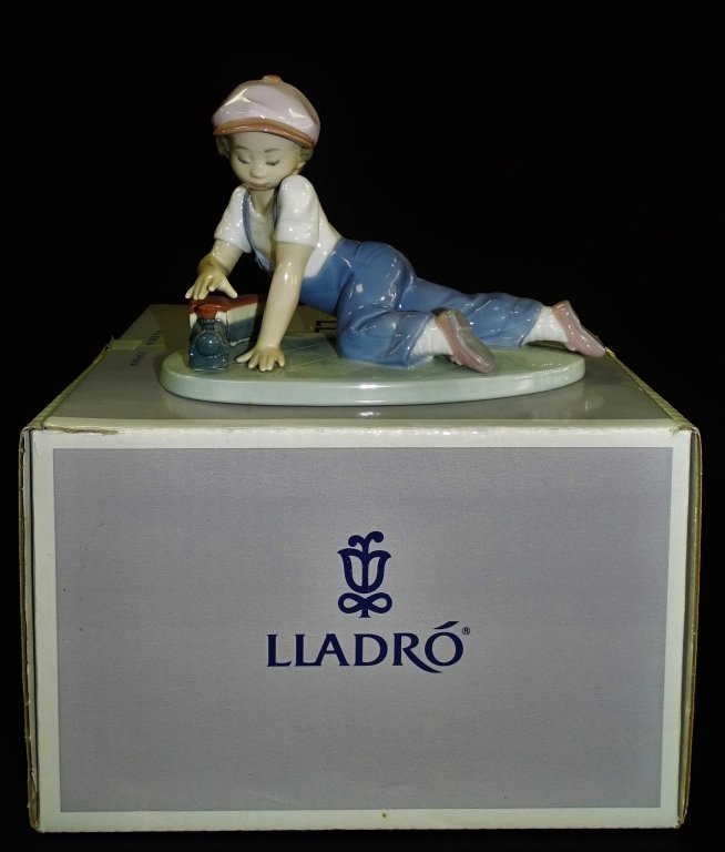 LLADRO PORCELAIN 'ALL ABOARD' FIGURE # 7619