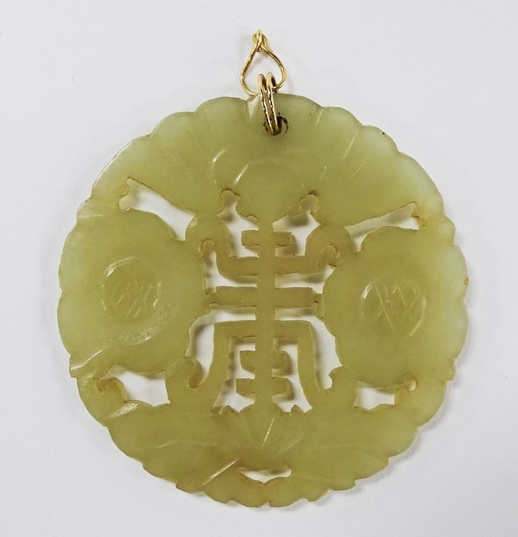 CHINESE HAND CARVED MOTTLED JADE PLAQUE PENDANT