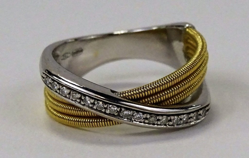 18KT 2 TONE GOLD AND DIAMOND CROSSOVER RING