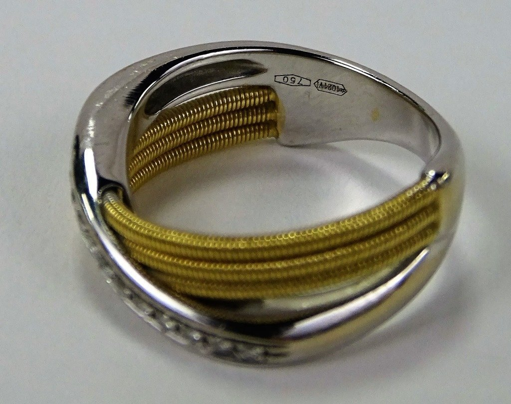 18KT 2 TONE GOLD AND DIAMOND CROSSOVER RING - 2
