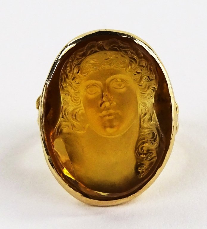 LADIES 18KT YELLOW GOLD & INTAGLIO CUT AMBER RING