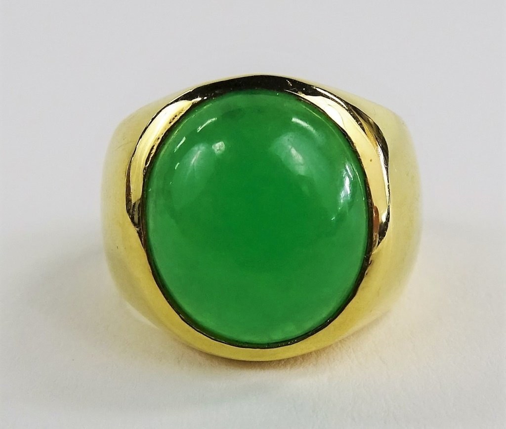 MENS 18KT YELLOW GOLD & APPLE GREEN JADEITE RING