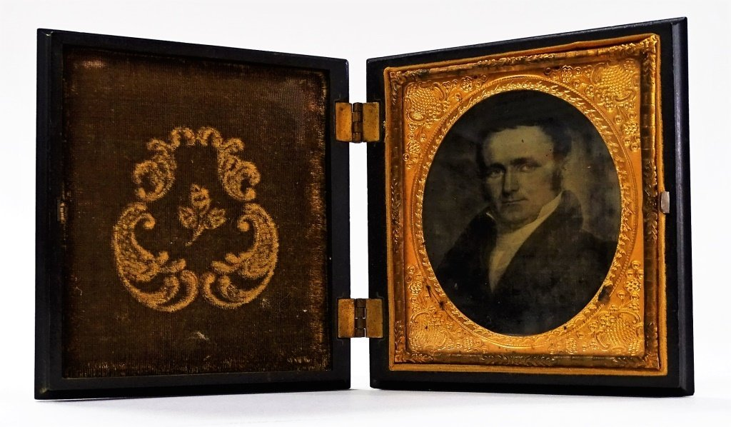 AMBROTYPE VINTAGE CASE PORTRAIT OF A GENTLEMEN