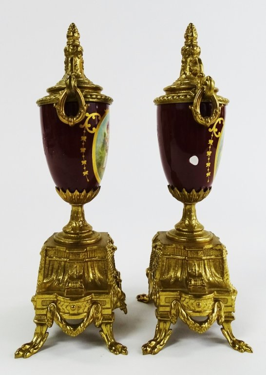 PAIR OF VINTAGE GOLD GILDED URN WITH LOVE SCENE - 3