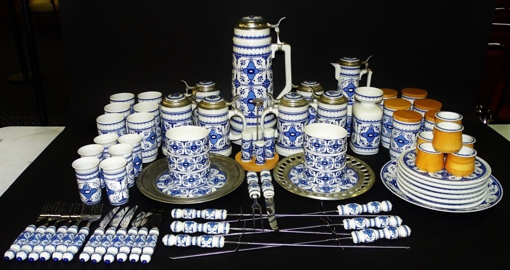 72PC LICHTE GERMAN PORCELAIN DINNERWARE SET