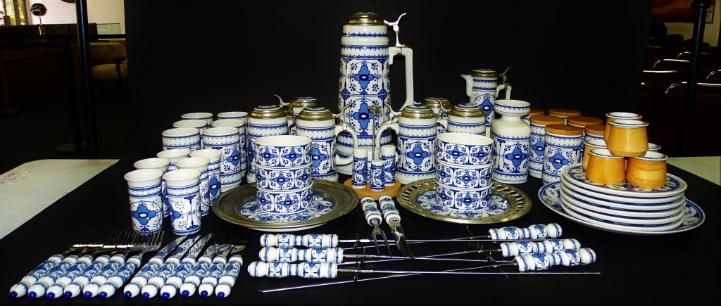 72PC LICHTE GERMAN PORCELAIN DINNERWARE SET - 2