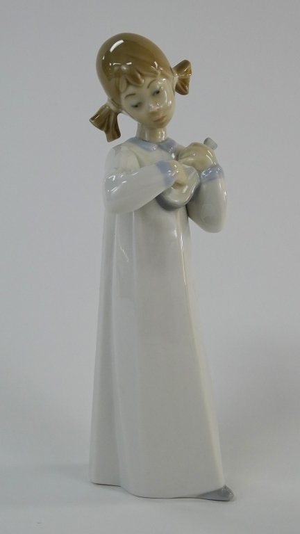 LLADRO PORCELAIN FIGURINE GIRL PLAYING VIOLIN