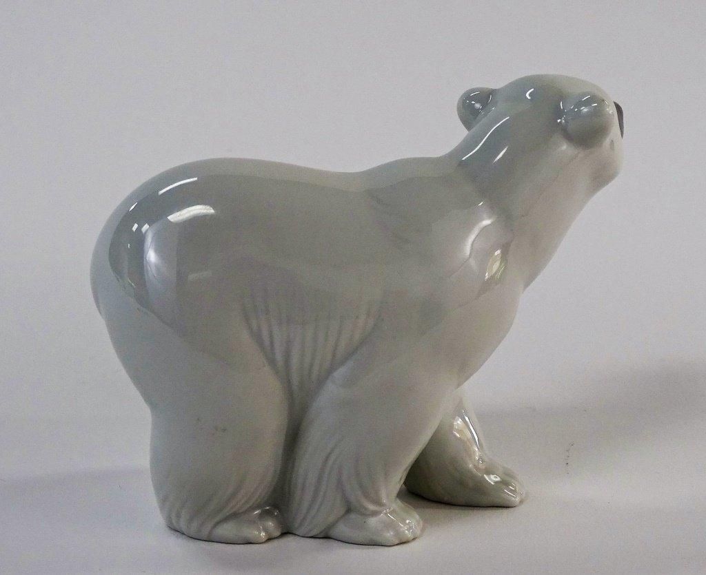 LLADRO POLAR BEAR PORCELAIN FIGURINE - 3
