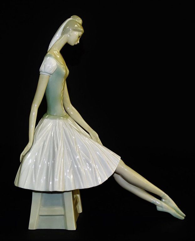 NAO LLADRO 'BALLERINA' PORCELAIN FIGURE #0029 - 2