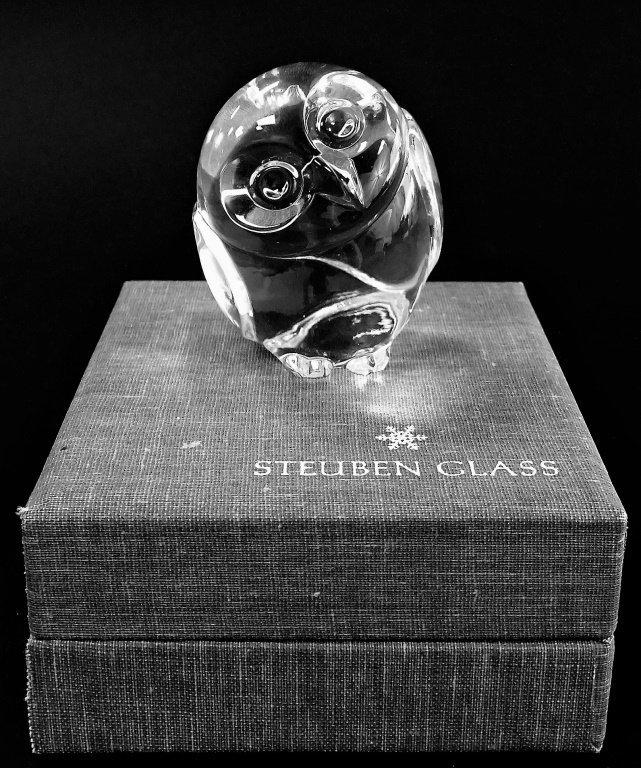 STEUBEN LEAD CRYSTAL OWL FORM HANDCOOLER
