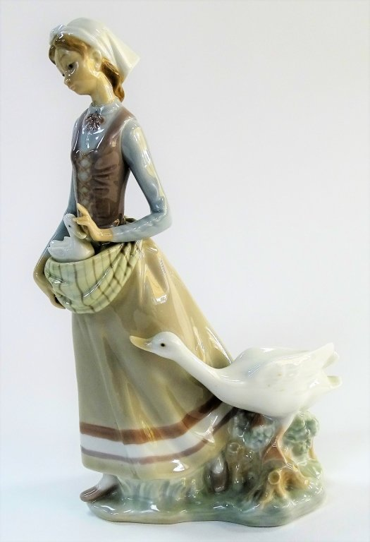 LARGE GLAZED LLADRO OF A GIRL WITH DUCKS