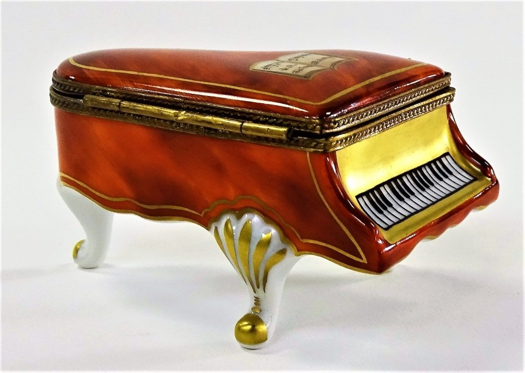 LARGE LIMOGES FRENCH PILL BOX ROCHARD BABY GRAND