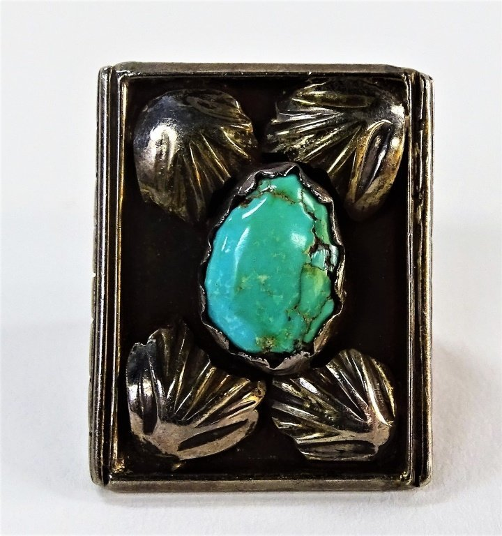 VINTAGE NAVAJO STERLING SILVER & TURQUOISE RING