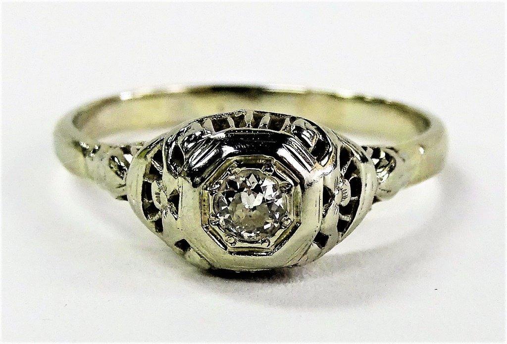 LADIES ART DECO 18KT WHITE GOLD & DIAMOND RING